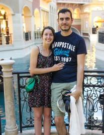 Photo en amoureux sur un pont dans Venise...